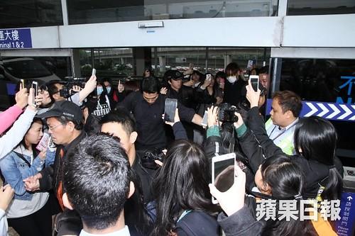TOP arrival Hong Kong Press 2015-03-13 05