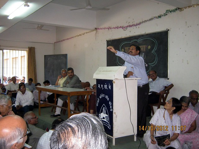Vivek Velankar - Sajag Nagarik Manch - at an awareness programme about paying Maharashtra Value Added Tax (MVAT) to builders before October 31 deadline