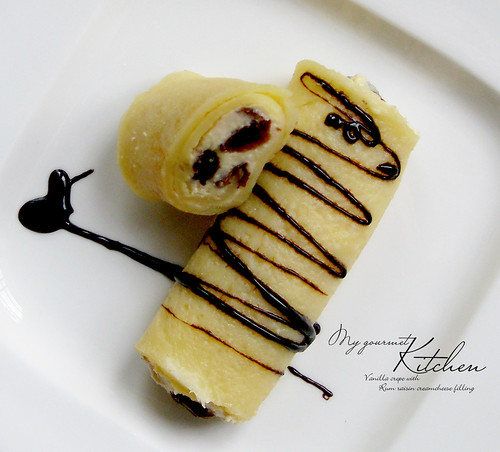 vanilla crepe with rum raisin creamcheese filling