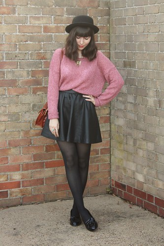 pink-h-m-sweater-black-faux-leather-skirt-black-patent-loafers_400