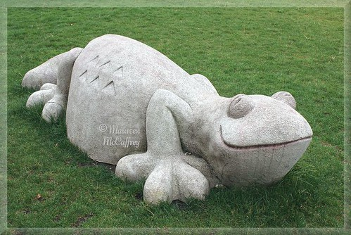 sculpture green grass statue stone washington lawn salamander lizard gecko newt puyallup sunrisevillage