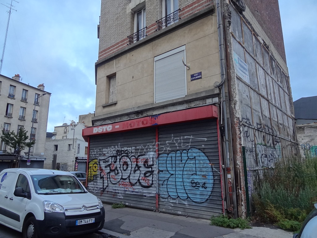 Urban decay grim and projects in northern paris - Porte saint ouen ...