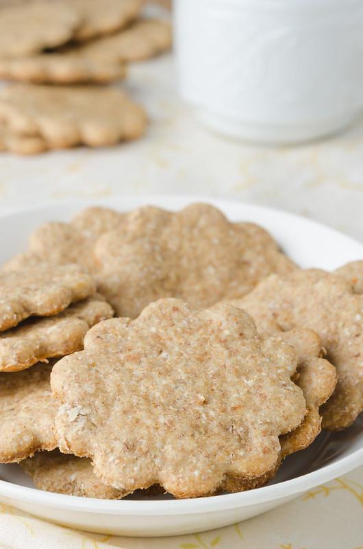 Крекеры, паштет и пряный сладкий хлебец crackers_1