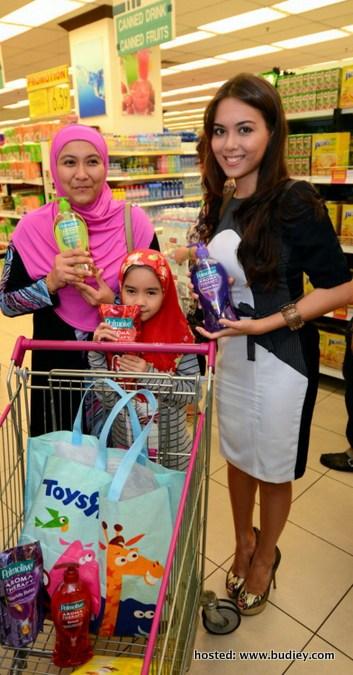 Gambar Siti Saleha di Majlis Lucky Winner Shopping Spree