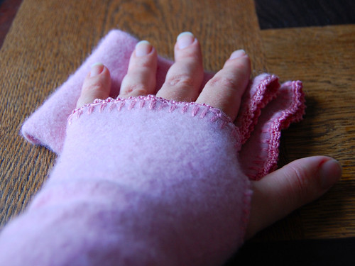 pink wristwarmers_hand