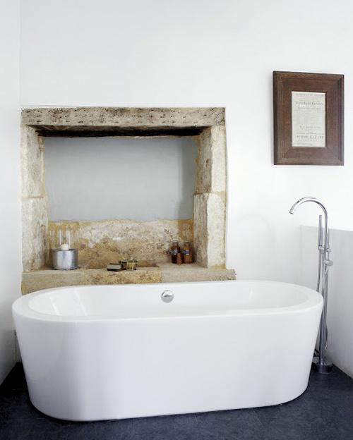 Coastal style rustic bathrooms - Rustic chic bathroom ...