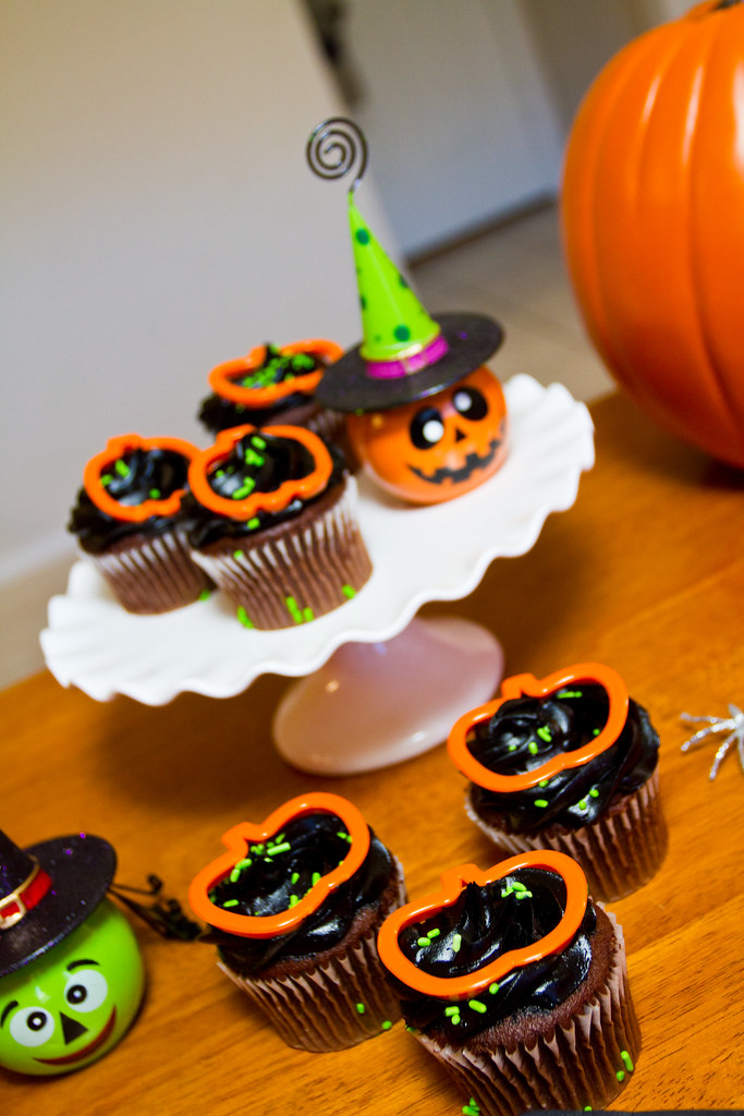 #MealsTogether Halloween Party Cupcakes.jpg