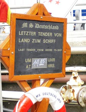 Mit der MS Deutschland vor den Toren Hamburgs - Sylt