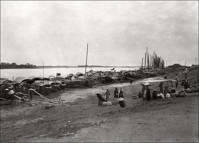 Hanoi in the 1930s - Banks of the Red River