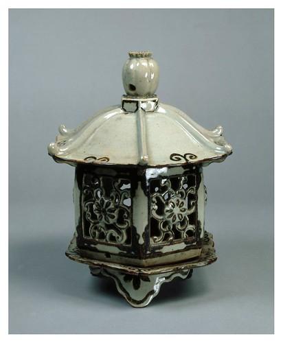013-Lampara de ceramica-periodo Edo siglos 18-19-Cortesía del Tokyo National Museum