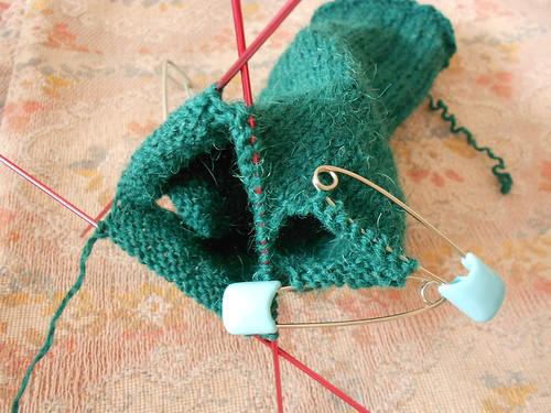 перчатка сняты петли на мизинец и большой