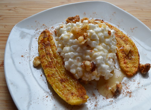 Broiled Banana Cottage Cheese Plate