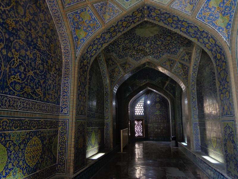 Interior da Mesquita Sheikh Lotfollah em Isfahan Irão