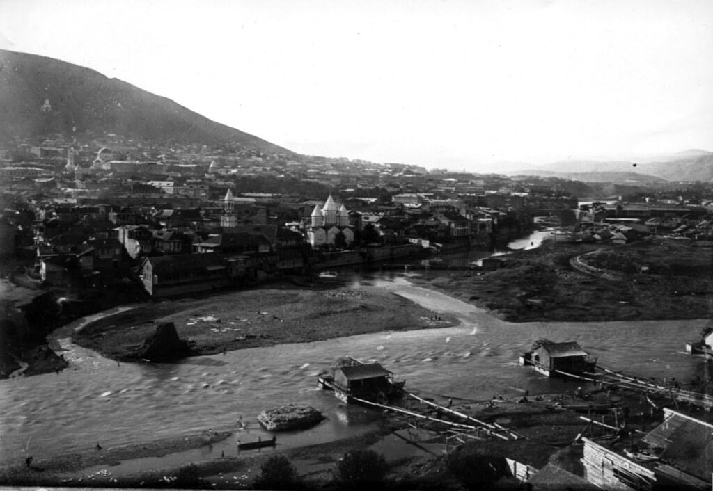 Фото 38       Армянский собор и  Михайловский мост, мельницы