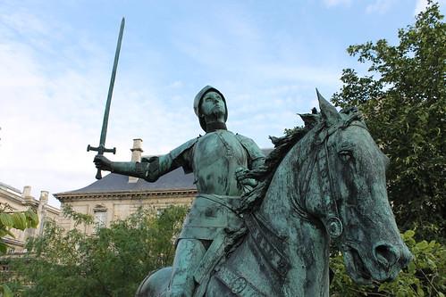 2012.08.04.044 - REIMS - Place du Cardinal Luçon - Statue équestre de Jeanne d'Arc
