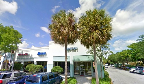 Front view of our dental implants center just a few paces away from Plantation Heritage Park in Plantation FL 33317