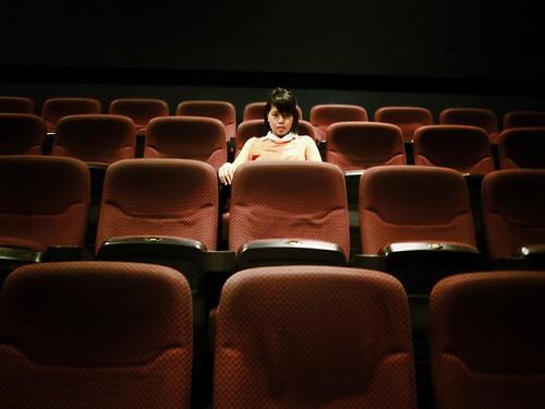 [フリー画像素材] 人物, 女性 - アジア, 映画館, フィリピン人 ID:201210241800