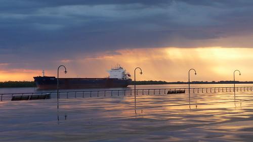 rain rio river dawn lluvia amanecer rosario parqueespaña rioparaná carguero diegostiefel