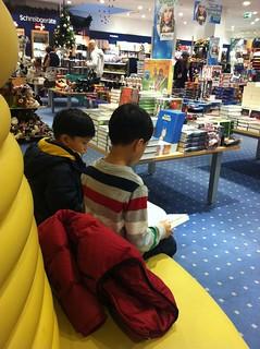 kids in bookstore