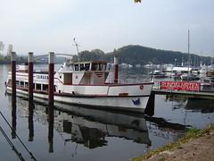 Schiff im Schiersteiner Hafen