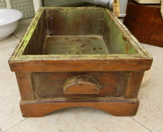 primitive wood box via homeologymodernvintage.com