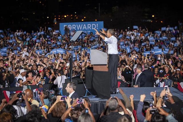 Obama on Cleveland Tarmac-14