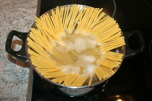15 - Makkaroni kochen / Cook macaroni