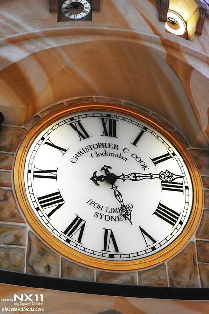 queen victoria's building clock