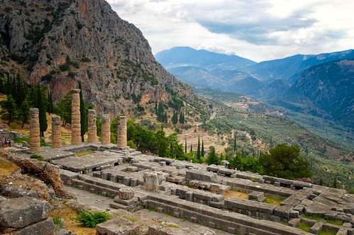 temple delphi greece apollo