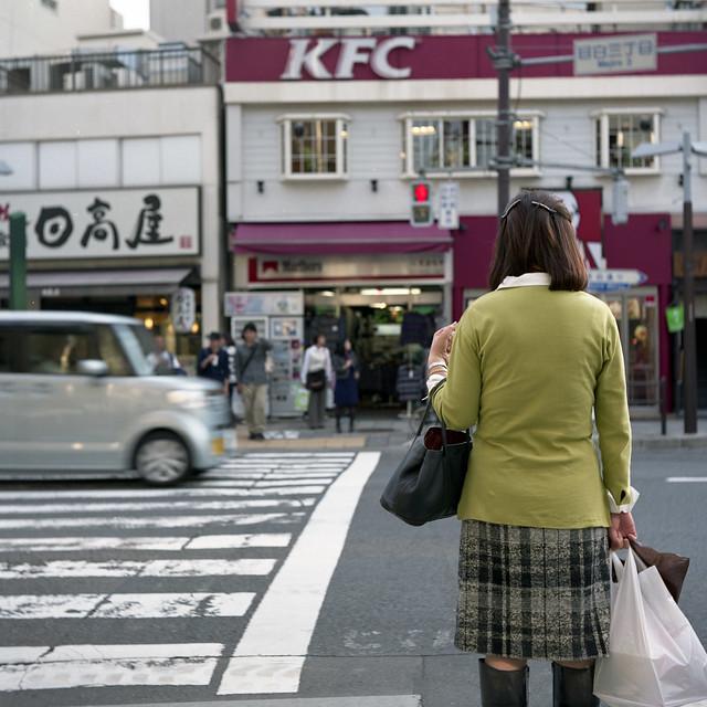 買い物帰りの交差点