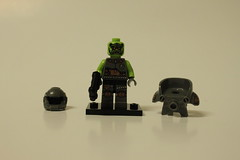 LEGO Collectible Minifigures Series 9 (71000) - Alien Avenger