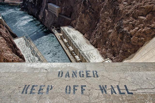 keep off wall. hoover dam. 2014.