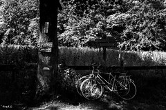 A vélo - Photo of Jours-en-Vaux