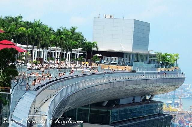 infinity pool of marina bay sands sky park