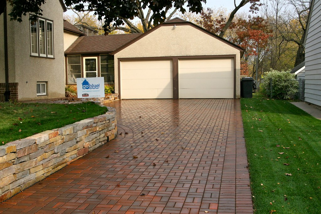 Do it yourself driveway pavers driveway in minneapolis clay pavers do it yourself driveway pavers driveways projects hedberg landscape and masonry supplies solutioingenieria Choice Image