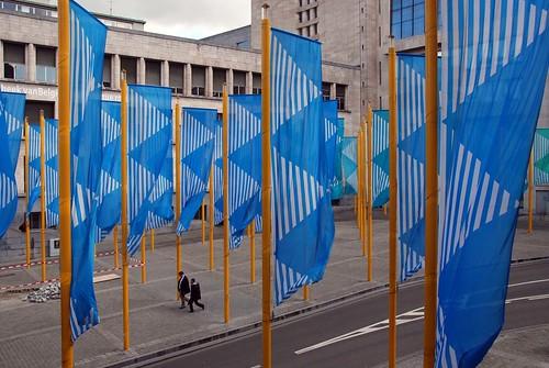 Bruxelles - Art Urbain (Bleu sur jaune de Daniel Buren)