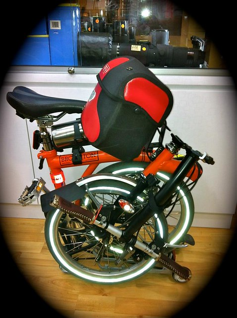 Mounting an Ortlieb Ultimate 5 handlebar bag to a Brompton