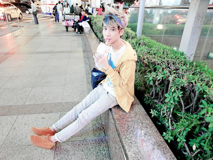 typicalben at taipei main station