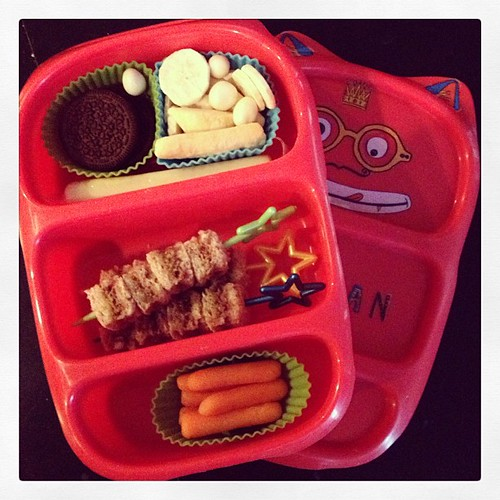 Friday lunch - mixing it up and using the small Goodbyn and trying out a new cutter #kidslunch #bento #goodbyn #funbites #simplysweetscakestudio