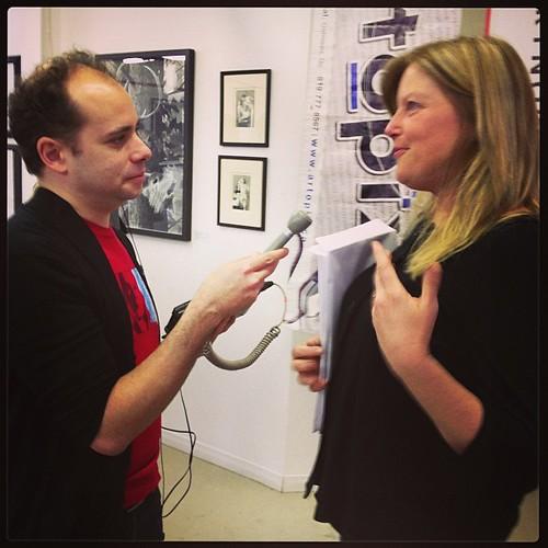 @sandysharkey和@alannealottawa在#ottgatlove摄影大赛启动仪式上聊天#ottawastarsinmyeyes