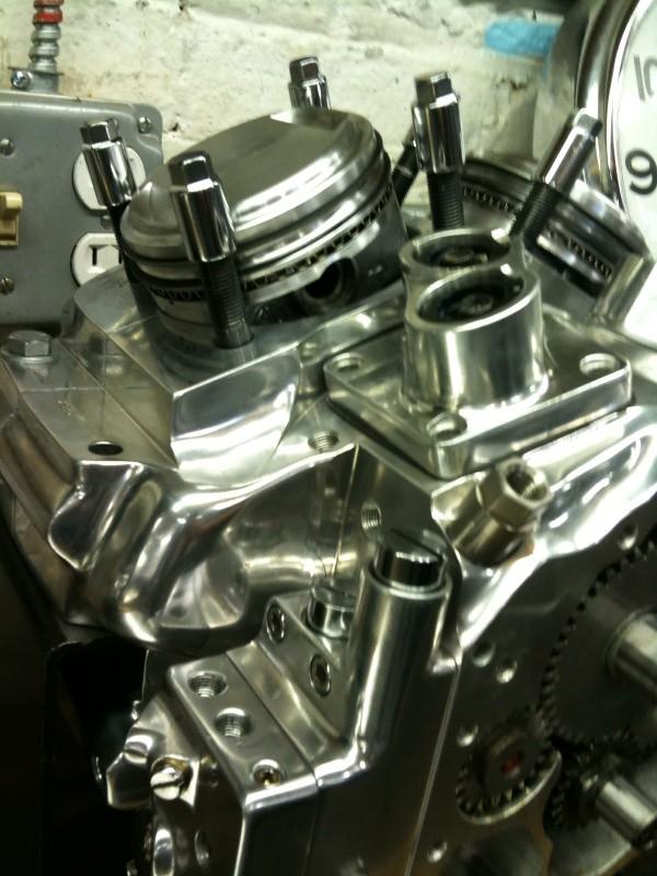 piston and oil pump