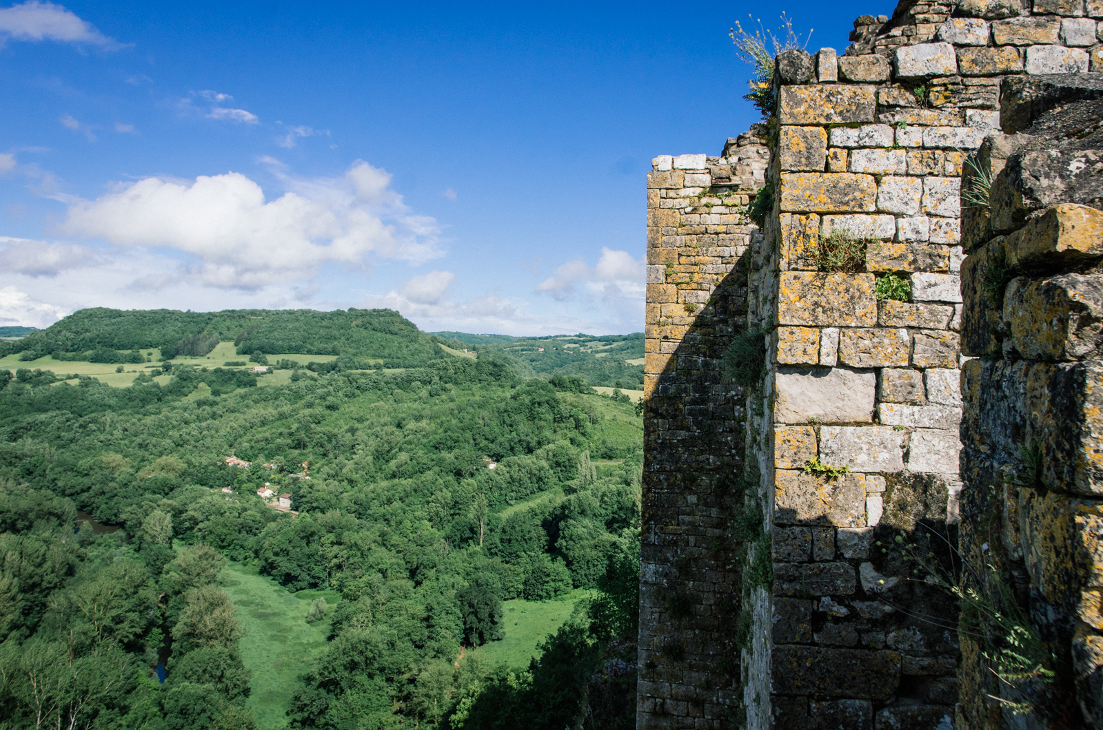 Randonnée dans les gorges de l'Aveyron sur le GR46 - Le chateau de Penne