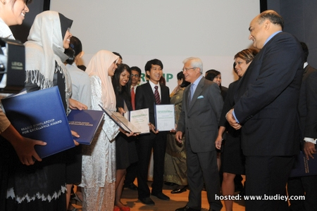 Maxis Sumbang RM5.68Juta Biasiswa Kepada 27 Pelajar