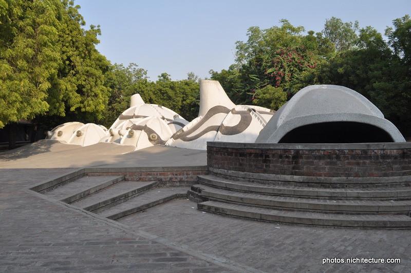 Husain Doshi Gufa-001