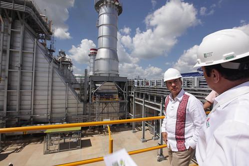 Calderón en la planta de cogeneración construida por Abengoa