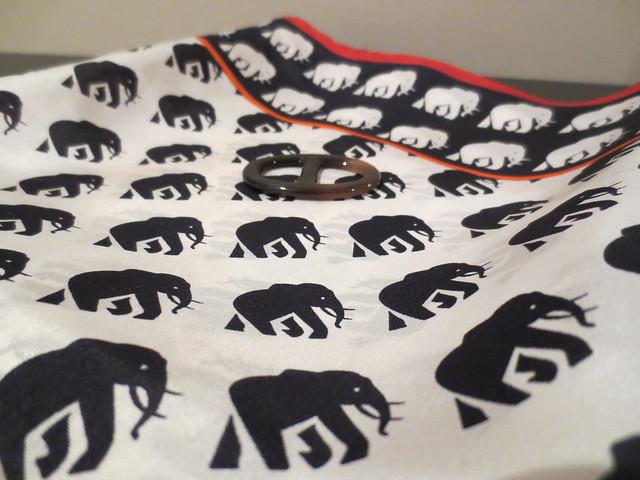 海军蓝Banana Republic Bella真丝方巾(产品编号232951)