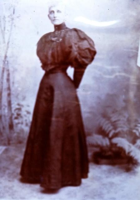 PICT0046 Mrs Burns, wife of builder of Burns Jowett Clift House