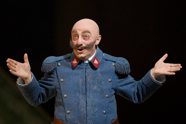 Alessandro Corbelli as Sulpice in La fille du régiment © ROH/Bill Cooper