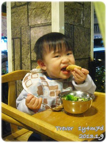 130109-對吃很感興趣的孩子