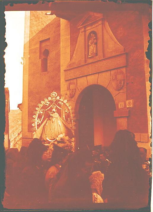 Procesión de la Virgen de la Esperanza en la Iglesia de San Cipriano hacia 1910. Fotografía de Pedro Román Martínez. © Fondo Rodríguez. Junta de Comunidades de Castilla-La Mancha